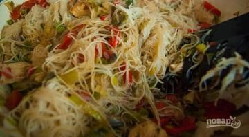 Рисовая лапша с овощами и курицей - фото шаг 6