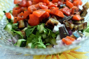 Салат из овощей-гриль со свежим огурцом - фото шаг 3