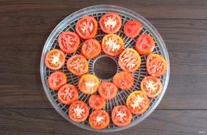 Чипсы из помидоров в сушилке - фото шаг 3