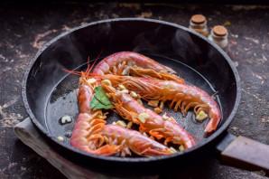 Жареные королевские креветки с чесноком - фото шаг 4