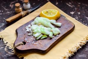 Салат из колбасы и маринованного лука - фото шаг 2