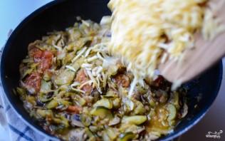 Тушеные овощи с сыром - фото шаг 7