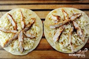 Кесадилья с курицей и ананасами - фото шаг 13