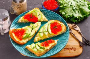 Бутерброды с авокадо и красной икрой - фото шаг 5