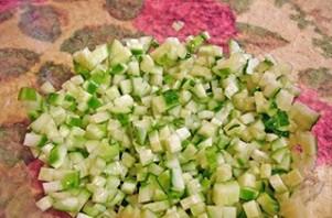 Салат с грибами, картофелем и огурцами - фото шаг 2