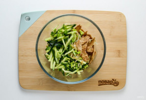 Салат с соевым соусом - фото шаг 7
