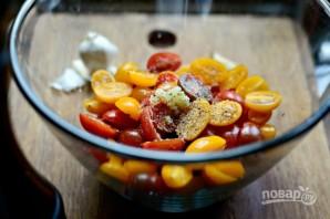 Тосты с маринованными помидорами - фото шаг 2
