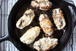 Грудка, фаршированная грибами и сыром - фото шаг 6