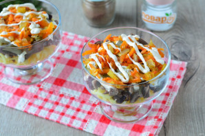 Слоеный салат с сердцем - фото шаг 10