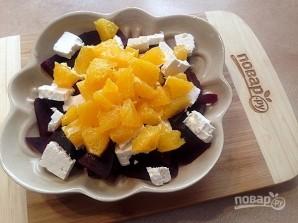 Салат со свеклой, брынзой и апельсином - фото шаг 4