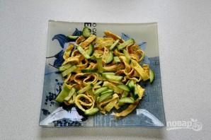 Салат с говядиной и яичными блинчиками - фото шаг 12