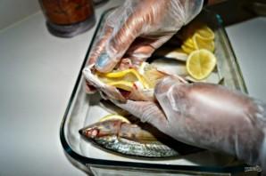 Макрель в духовке - фото шаг 3