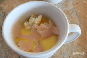 Яичница в чашке - фото шаг 4