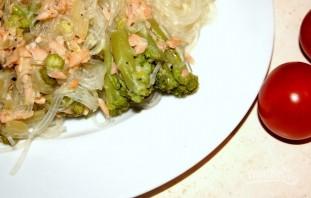 Рисовая лапша с лососем и брокколи - фото шаг 6