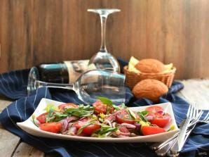 Салат с помидорами, говядиной-гриль и трюфельным маслом - фото шаг 6