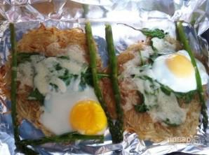 Запечённое яйцо с картофелем и шпинатом - фото шаг 6