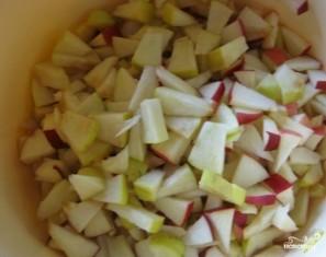 Яблочная шарлотка в духовке - фото шаг 1
