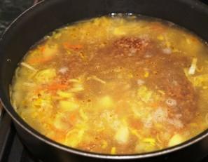 Простой суп на мясном бульоне - фото шаг 4