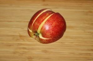 Лебедь из яблока - фото шаг 4