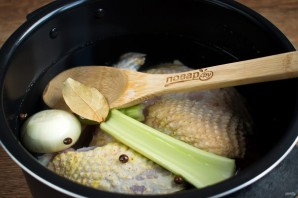 Простой куриный суп с овощами - фото шаг 1