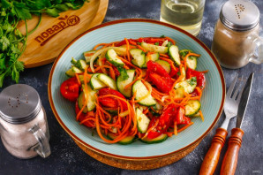 Салат с корейской морковью и овощами - фото шаг 7
