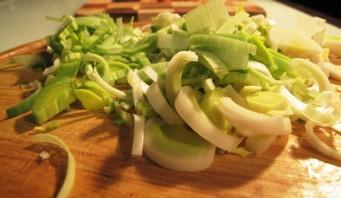 Сырный суп в мультиварке - фото шаг 2