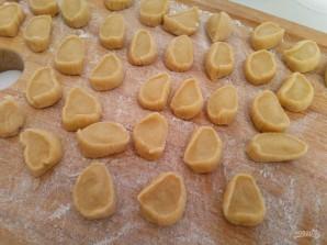 Яичные кнедли с картофелем и гренками - фото шаг 7