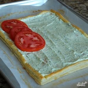 Пирог из слоеного теста с помидорами и базиликом - фото шаг 15