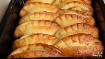 Пирожки с колбасой в духовке - фото шаг 8