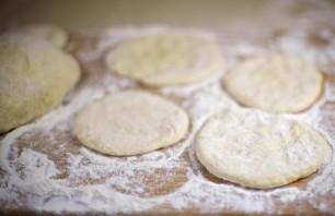 Пирожки, жареные на сковороде - фото шаг 8