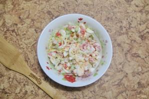 Салат с крабовыми палочками и икрой - фото шаг 8