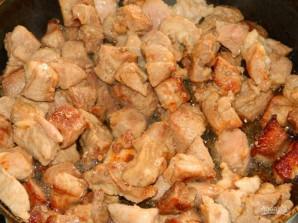 Свинина в луке с гарниром из кабачков - фото шаг 1