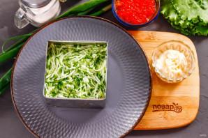 Слоеный салат с красной икрой - фото шаг 4