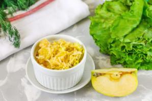 Салат с зеленым яблоком слоями - фото шаг 3