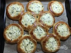 Ватрушки с сыром и зеленью - фото шаг 12
