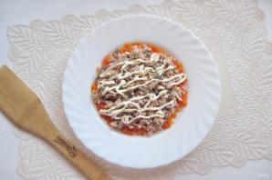 Салат с консервированной горбушей и грибами - фото шаг 4