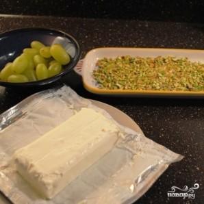 Сырные шарики с фисташками и виноградом - фото шаг 5