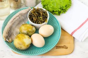 Салат с морской капустой и селедкой - фото шаг 1