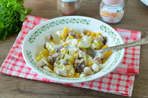 Салат из сельди с кукурузой - фото шаг 8
