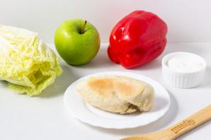 Салат с куриной грудкой и зеленым горошком - фото шаг 2