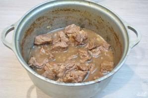 Говядина под соусом в духовке - фото шаг 5