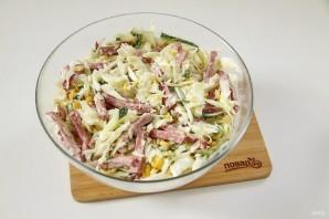 Салат с капустой, колбасой и кукурузой - фото шаг 7