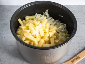 Капуста с мясом и картошкой в мультиварке - фото шаг 5