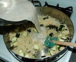 Рис с курицей в соусе в духовке - фото шаг 5