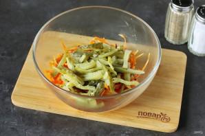 Салат с морковью и солеными огурцами - фото шаг 6