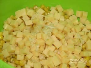 Салат из консервированной кукурузы - фото шаг 3