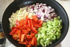 Перчик, фаршированный тушеными овощами - фото шаг 2