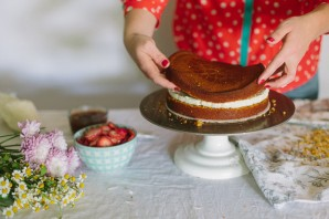 Бисквитный торт с фруктовой начинкой - фото шаг 4