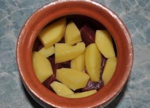 Баранина с овощами в горшочках - фото шаг 3