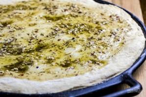 Сырная пицца с чесночным маслом - фото шаг 5